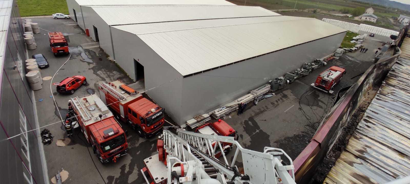 Reprezentanţii fabricii de hârtie din Dej afectate de un incendiu: Daunele sunt exclusiv de natură materială/ Continuitatea business-ului nu a fost afectată