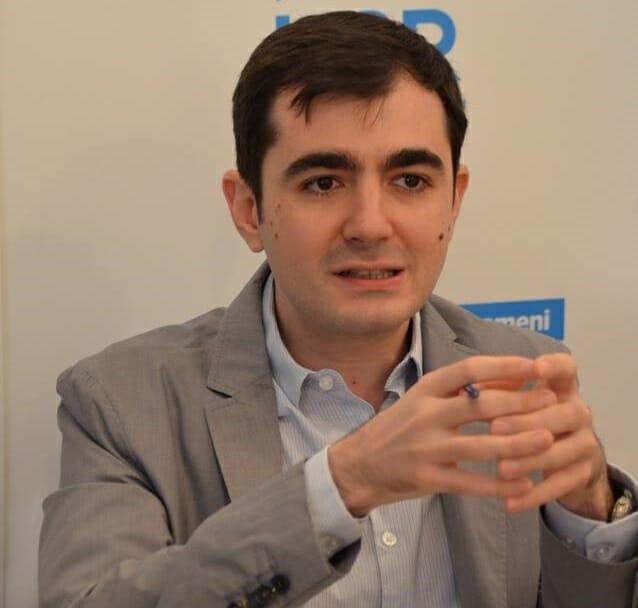 Videoconferinţa News.ro – Ministrul Economiei: Plătim datoriile pe care statul le-a făcut. Este foarte uşor să promiţi bani, e mai greu să îi dai