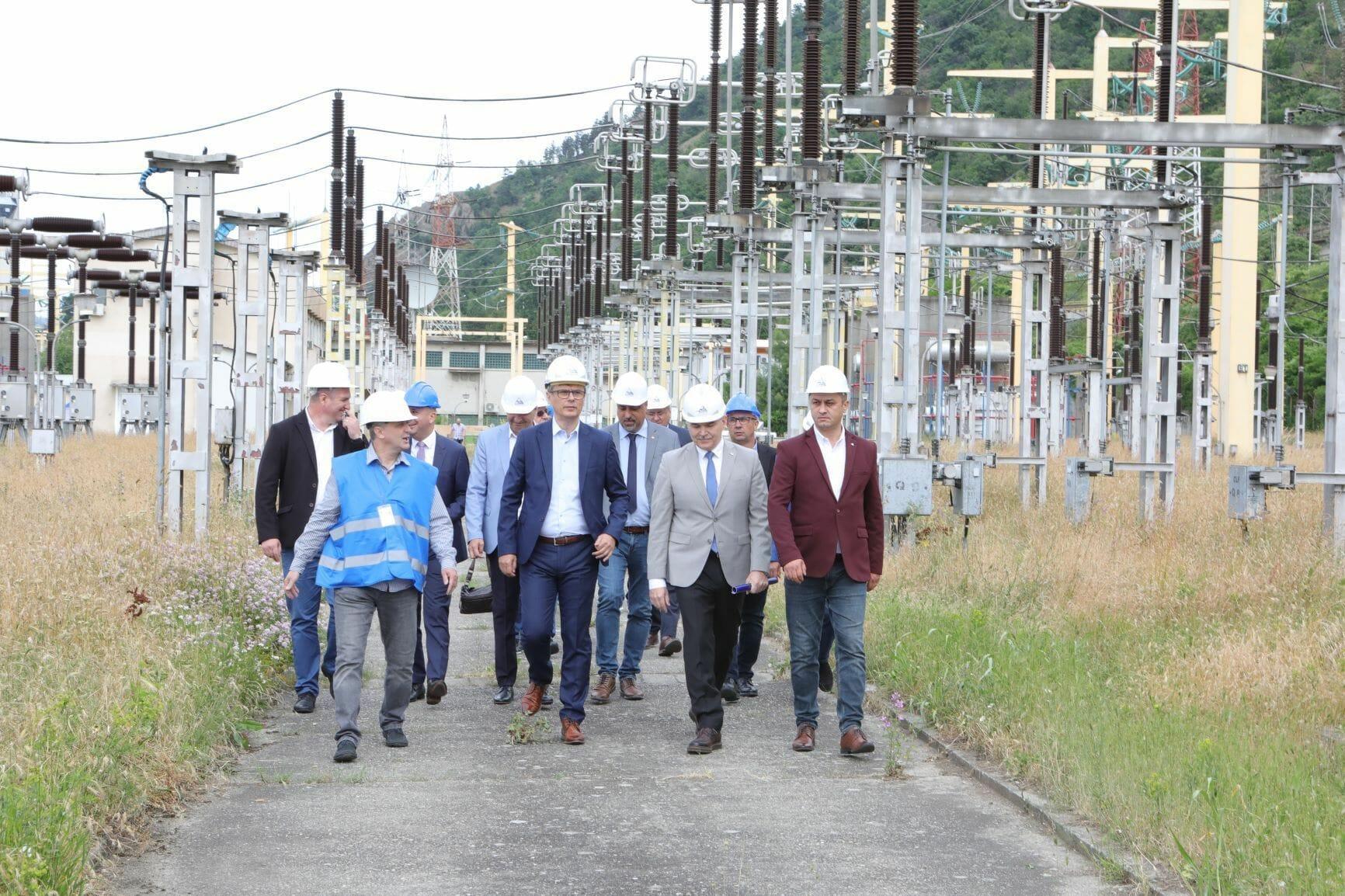 Transelectrica: Linia Electrică Aeriană de 400 kV Porţile de Fier – (Anina) – Reşiţa, investiţie de peste 122 de milioane de lei, este realizată în proporţie de 60%