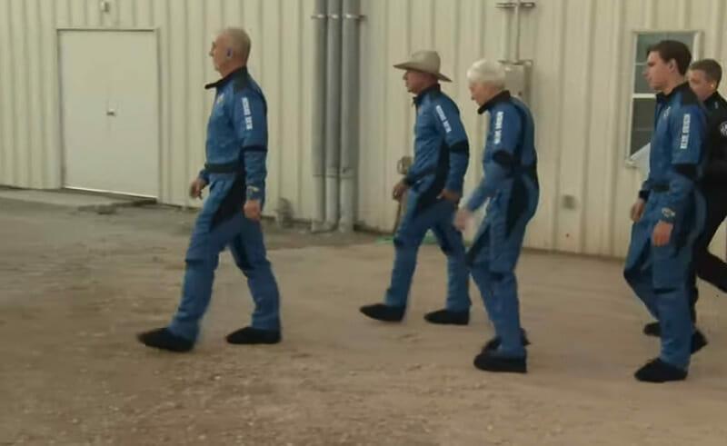 Zborul spaţial Blue Origin, cu Jeff Bezos la bord, s-a încheiat cu succes – VIDEO