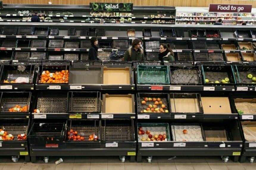 """Lanţurile britanice de aprovizionare cu alimente """"sunt pe punctul de a eşua"""", potrivit unei organizaţii a industriei cărnii"""