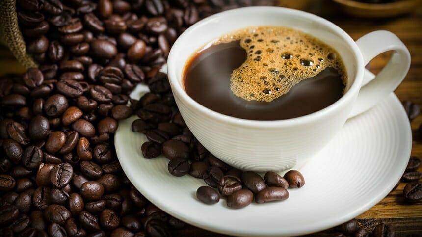 Preţurile cafelei au atins cel mai ridicat nivel din ultimii şase ani, din cauza îngheţului care pune în pericol culturile din Brazilia