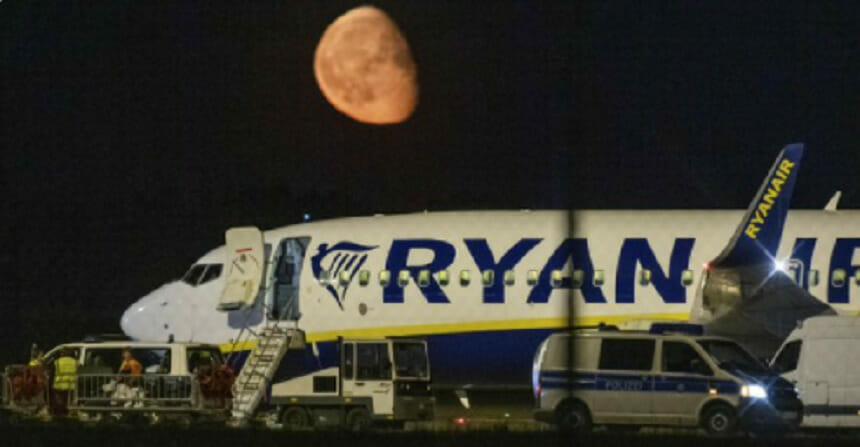 Ryanair a raportat pierderi trimestriale şi a avertizat că mediul de afaceri este în continuare dificil