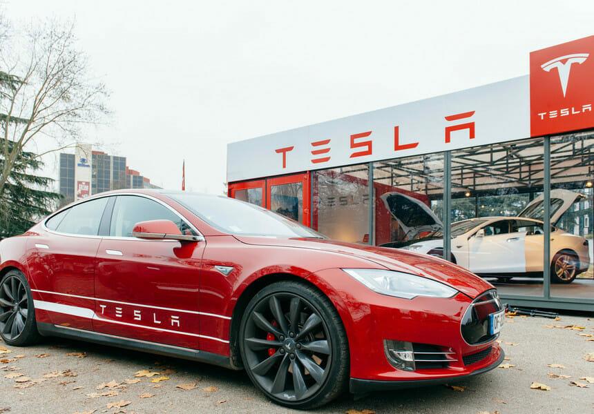 Tesla a obţinut un profit net de peste 1 miliard de dolari în trimestrul al doilea, de 10 ori mai mare faţă de anul trecut