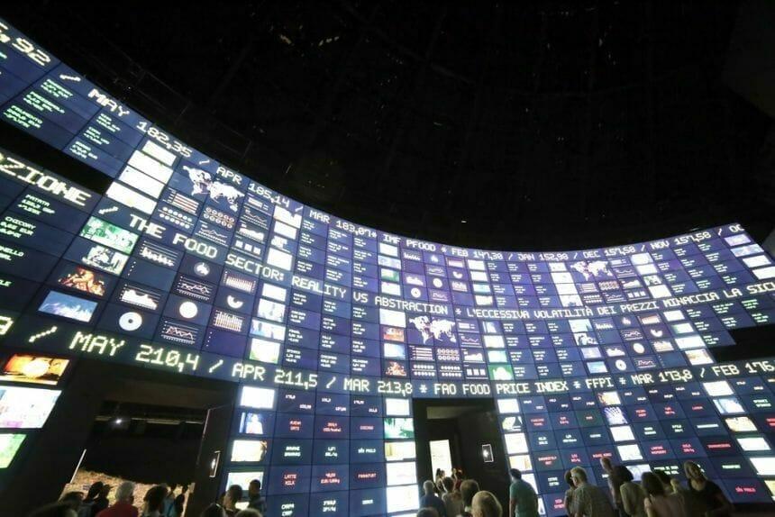 Bursele au închis luni în scădere, agitate de teama intrării în incapacitate de plată a grupului chinez Evergrande