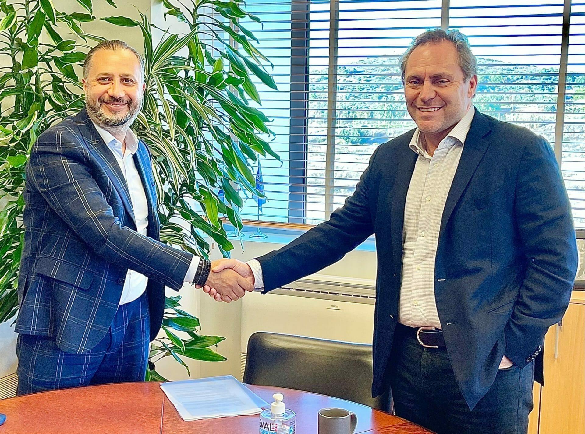 Aegean Airlines şi-a majorat la 51% participaţia în compania aeriană românească Animawings. Compania vrea să îşi mărească flota de aeronave şi să îşi extindă operaţiunile pe rute regulate